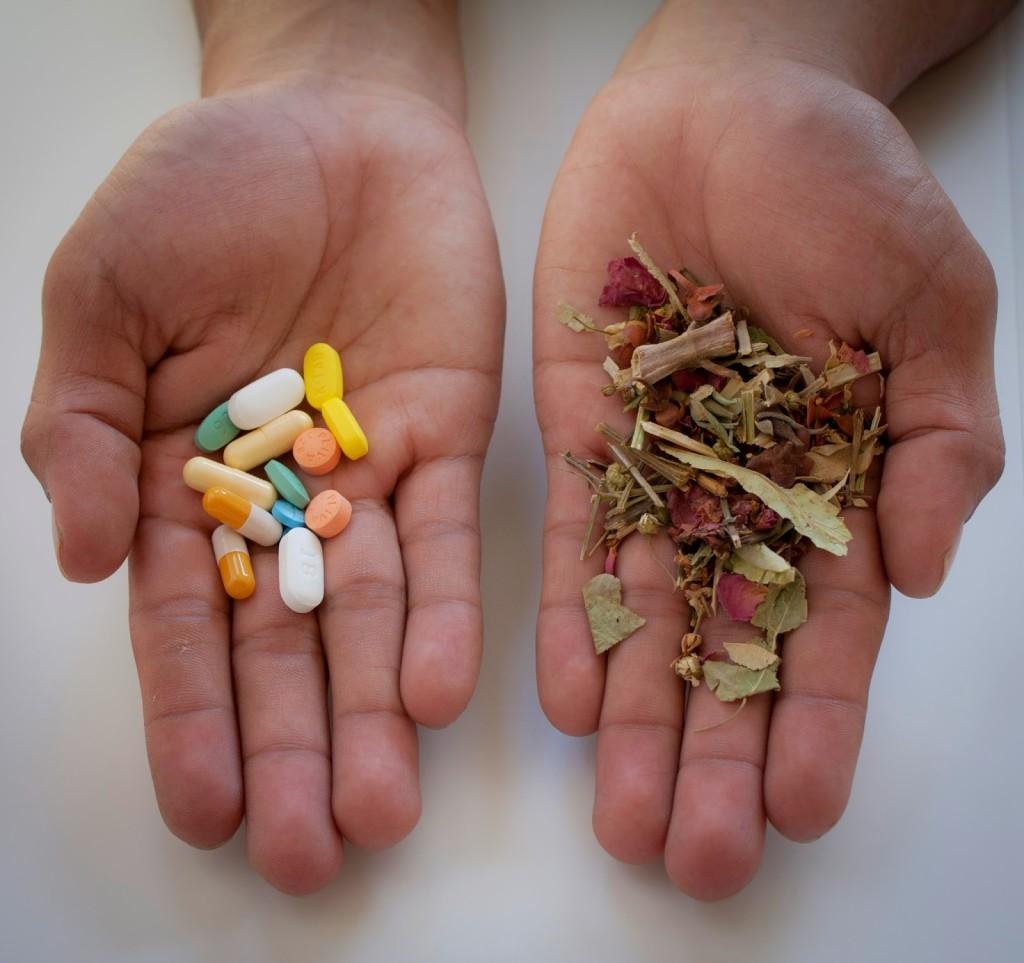pills-or-herbs